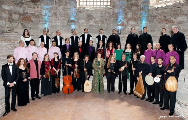 Pera Ensemble mit musikalischer Leiter Mehmet C.Yeşilçay