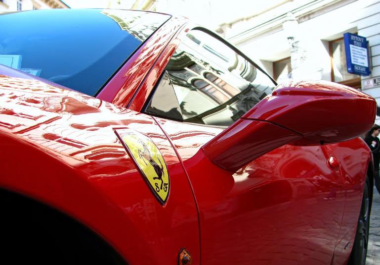 Entscheider bei Google verschenkt einen Ferrari für 2,5 Millionen Euro