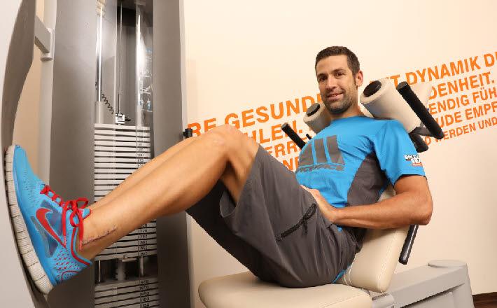 Muskeln: Die Sportmedizinerin zeigt, was hilft